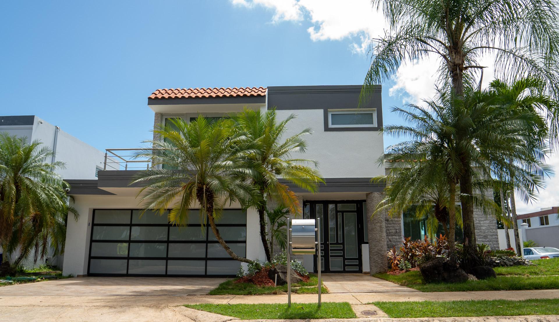 Urb. Palma Real – Magnificent Corner Home